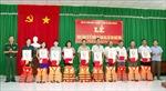 Tặng cờ Tổ quốc và ảnh Bác Hồ cho ngư dân vùng biên giới biển tỉnh Sóc Trăng