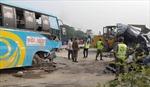 Xe buýt chở đoàn đón dâu đâm xe khách, ít nhất 10 người thiệt mạng
