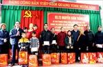 Giám đốc Học viện Chính trị Quốc gia Hồ Chí Minh tặng quà gia đình chính sách tại Tuyên Quang