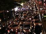 Nhiều tuyến phố Hà Nội bị ùn tắc nghiêm trọng sau cơn mưa lớn