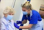 Nhiều người Anh khó tiếp cận các địa điểm tiêm vaccine ngừa COVID-19