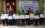 Trao học bổng cho học sinh Quảng Nam bị ảnh hưởng bão lũ