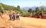 Xây dựng tuyến đường vào làng Đê Kôn (Gia Lai) sau phản ánh của TTXVN
