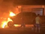 Tai nạn giữa ô tô và xe máy khiến ô tô bị cháy, 1 người chết