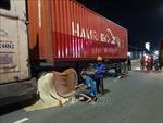 Xe container va chạm với xe đạp điện, 2 mẹ con tử vong tại chỗ