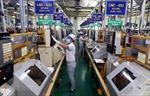 Khắc phục nguy cơ thiếu hụt lao động cục bộ ở một số ngành, vùng