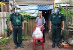 Ủng hộ lương thực, thực phẩm giúp người dân vùng dịch COVID-19