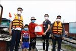 Hỗ trợ người dân nghèo làng chài ven sông Hồng do ảnh hưởng của dịch COVID-19