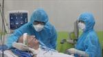 Bệnh nhân phi công người Anh đã có thể mỉm cười, bắt tay với bác sĩ