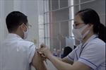 TP Hồ Chí Minh: Trên 300 nhân viên làm việc tại cảng biển được tiêm vaccine phòng COVID-19