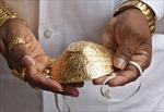 'Nổi như cồn' vì đeo khẩu trang vàng giá gần 4.000 USD chống COVID-19