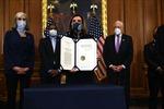 Thế giới tuần qua: Nước Mỹ rối ren trước lễ nhậm chức của ông Biden; Cuộc chiến chống COVID-19 còn cam go
