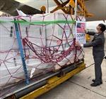 Hơn 1,5 triệu liều vaccine phòng COVID-19 của Moderna đã về đến sân bay Nội Bài