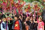 Mang Tết Trung thu, áo ấm đến với trẻ em vùng cao Lào Cai