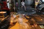 Chợ Trung thu Hàng Mã ngập trong rác thải mỗi đêm