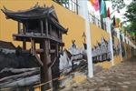 Cổng trường Phan Đình Phùng thay áo mới với những hình ảnh mái ngói thâm nâu Hà Nội