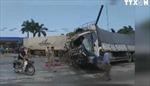 Xe tải tông container, quốc lộ 1A ách tắc nhiều giờ
