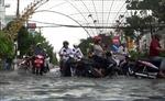Mưa lớn kéo dài khiến thành phố Bạc Liêu chìm trong biển nước
