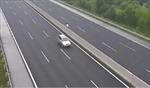 Tước giấy phép lái xe của nam thanh niên đi xe máy ngược chiều trên cao tốc