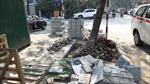 Nhiều tuyến phố Hà Nội đào xới để chuẩn bị lát đá vỉa hè, gây ô nhiễm môi trường