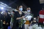 Chợ hoa lớn nhất Hà Nội nhộn nhịp trong dịp Ngày Nhà giáo Việt Nam