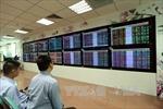 Thanh khoản cao, VN - Index vững vàng trên mốc 990 điểm