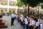 Gần 2.000 học sinh trường THCS Dịch Vọng với Chiến dịch 'Suy nghĩ trước khi chia sẻ'