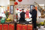 Khách sạn Daewoo mở 'Góc thư pháp'  tặng chữ dịp  Xuân Kỷ Hợi
