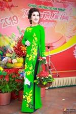 Hoa hậu Kim Hồng về quê đón tuổi mới