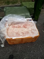 Thực phẩm đông lạnh trên hai xe bị công an bắt giữ không phải của MM Mega Market