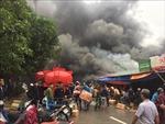 Cháy lớn kho hàng gần chợ Vinh, ước tính thiệt hại nặng nề