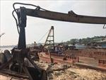 Bắt quả tang 5 tàu khai thác cát với trọng lượng hàng trăm tấn trên sông Hồng
