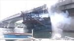 Tạm dừng mọi phương tiện giao thông qua cầu Trà Bồng sau vụ cháy tàu cá