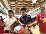 Hai đội tuyển bóng đá Việt Nam lên đường trở về sân bay Nội Bài