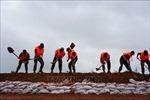 Trung Quốc triển khai trên 7.000 binh lính hỗ trợ người dân vùng lũ