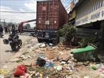 Xe container mất lái đâm vào 5 cửa hàng, siêu thị tại Bình Dương