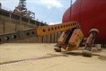 Lật xe nâng làm 3 công nhân công ty tàu thủy Dung Quất bị thương vong