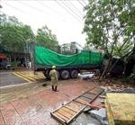 Xe container đâm xe tải đỗ bên đường, một người tử vong