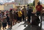 Hàng trăm hộ gia đình gốc Việt gặp khó khăn ở Campuchia được nhận đồ cứu trợ