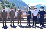 Trao tặng thiết bị y tế cho lực lượng bảo vệ biên giới tỉnh Khăm Muộn (Lào)