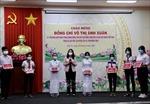 Phó Chủ tịch nước Võ Thị Ánh Xuân trao quà hỗ trợ Đồng Tháp chống dịch