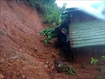 Sạt lở bất ngờ ở huyện Nam Trà My (Quảng Nam), nhiều hộ dân phải sơ tán