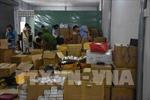 Giám đốc công ty mỹ phẩm và 7 nhân viên ngăn cản lực lượng chức năng, khoá trái nhà kho khi bị kiểm tra