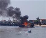 Cháy tàu câu mực tại Nghệ An, thiệt hại hơn 1 tỷ đồng