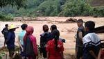 Di dời khẩn cấp 27 hộ dân sống bên suối ở Mường Tè