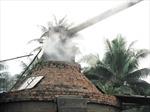 Người dân bức xúc vì hàng trăm lò than đốt gáo dừa gây ô nhiễm