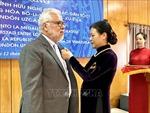 Trao Kỷ niệm chương tặng Đại sứ Venezuela tại Việt Nam