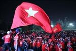 Biển người đổ xuống đường ăn mừng tấm HCV SEA Games đầu tiên của bóng đá nam