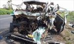 Xe khách đối đầu xe tải, 28 người thiệt mạng