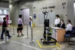 Hong Kong kéo dài quy định giãn cách xã hội do dịch COVID-19